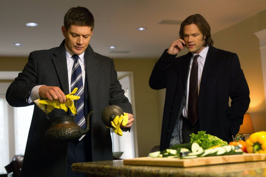 Ein neuer mysteriöser Fall wartet auf Sam (Jared Padalecki, r.) und Dean (Jensen Ackles, l.) ... - Bildquelle: Warner Bros. Television