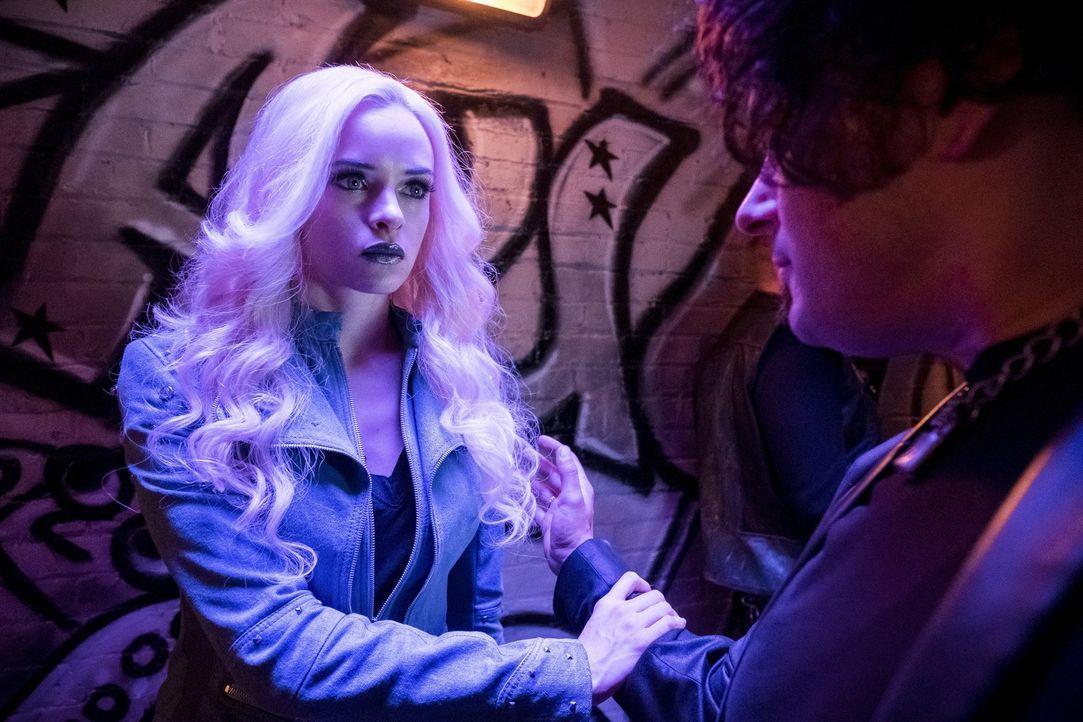 Wird Caitlin (Daniele Panabaker) von ihrer Vergangenheit als Killer Frost eingeholt, nachdem ihre alte Chefin ihr eine Nachricht geschickt hat? - Bildquelle: 2017 Warner Bros.