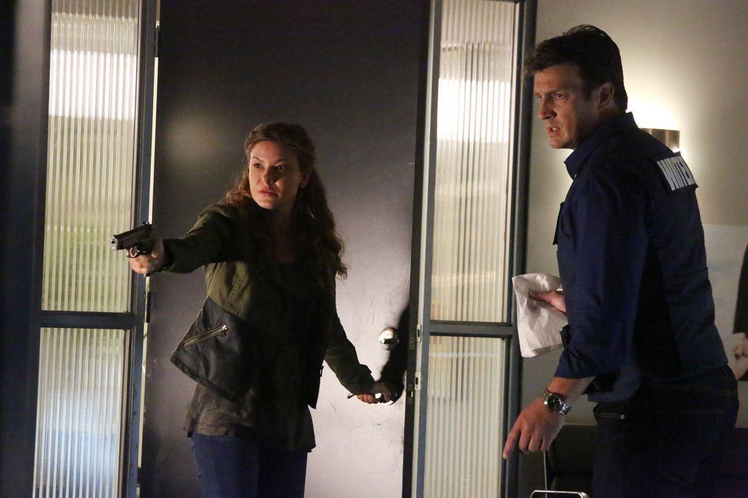 Kann Richard Castle (Nathan Fillion, r.) die völlig verzweifelte Emma Briggs (Alicia Lagano, l.) zur Vernunft bringen? - Bildquelle: ABC Studios