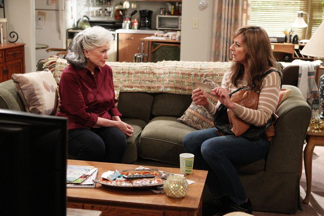 Kann Bonnie (Allison Janney, r.) ihrer Mutter Shirley (Ellen Burstyn, l.) wieder trauen, nachdem sie schon im Kindesalter von ihr verlassen wurde? - Bildquelle: 2015 Warner Bros. Entertainment, Inc.