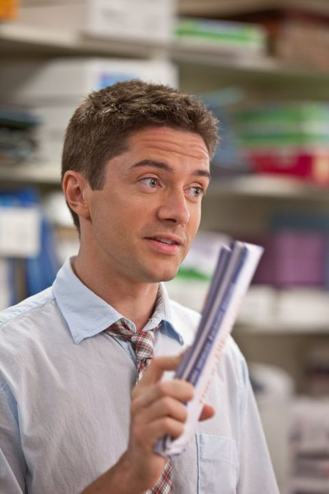 Der charmante Jason (Topher Grace) glaubt, seine Traumfrau gefunden zu haben, bis er erkennt, wie sie sich ein wenig Geld dazuverdient ... - Bildquelle: 2010 Warner Bros.