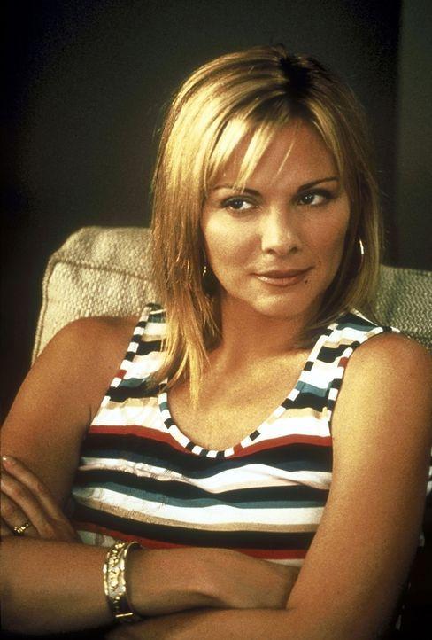Samantha (Kim Cattrall) versteht die Welt nicht mehr, als ein homosexuelles Paar ein intimes Rendezvous mit ihr ablehnt ... - Bildquelle: 2001 Paramount Pictures