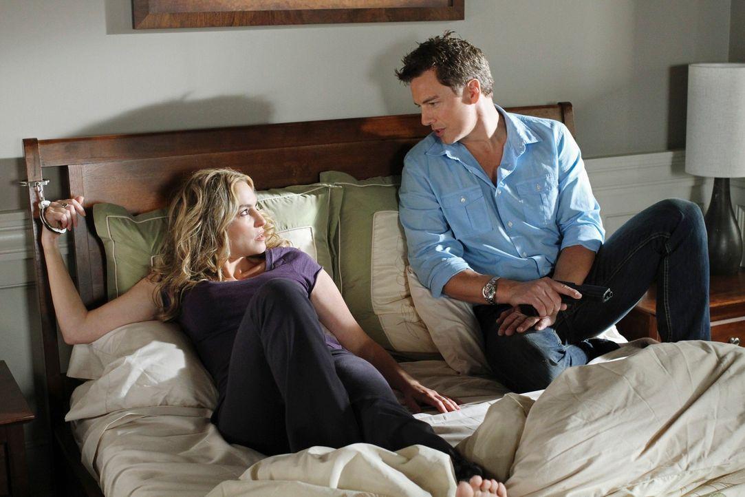 Lynette macht eine schockierende Erkenntnis bezüglich Eddie, während Angie (Drea de Matteo, l.) in den Fängen von Patrick Logan (John Barrowman, r.)... - Bildquelle: ABC Studios