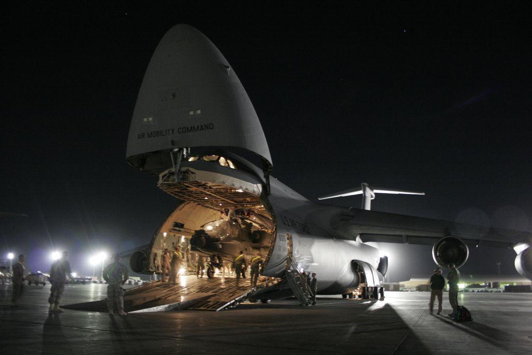 Der Schwertransporter C-5 Galaxy ist eines der größten und leistungsfähigsten Flugzeuge der Welt. Er ist über sechs Stockwerke hoch. Die Dover Air F... - Bildquelle: EXPLORATION PRODUCTION INC./DISCOVERY