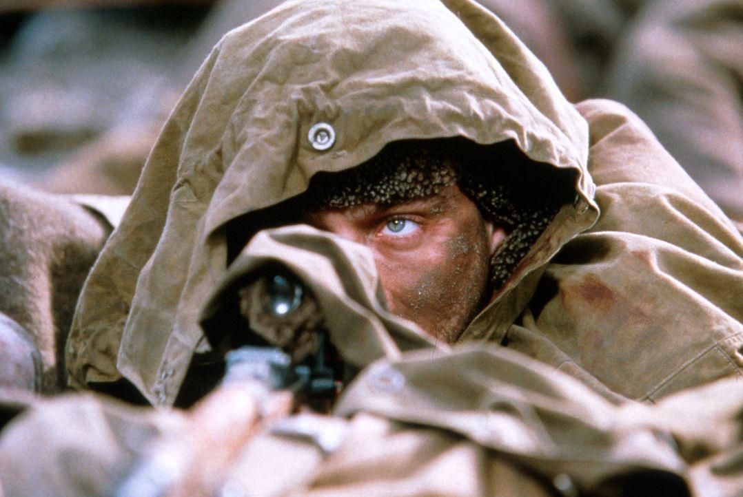 Ohne mit der Wimper zu zucken, bringt Vassili Zaitsev (Jude Law) seine Rivalen zur Strecke ... - Bildquelle: 2000 MP Film Mgmt. DOS Prods.