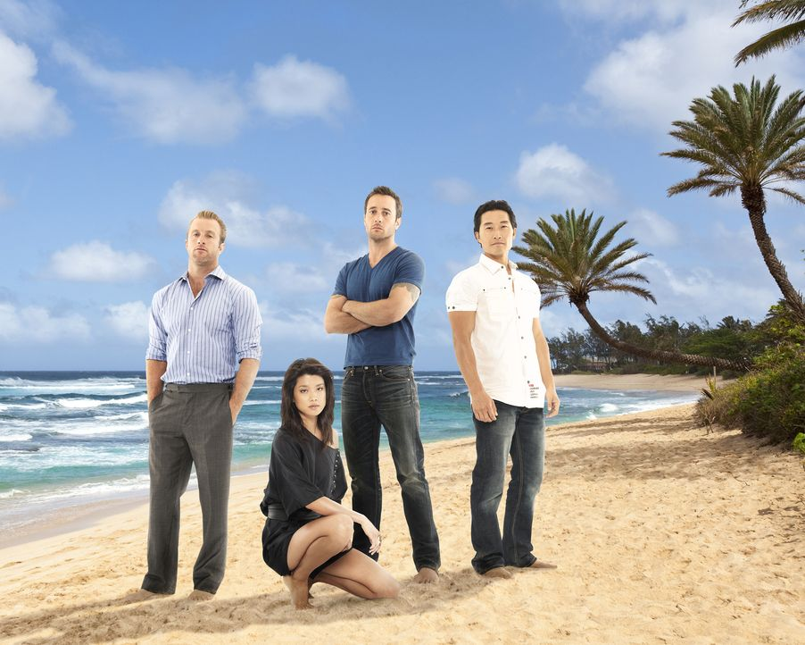 (4. Staffel) - Kämpfen gegen das organisierte Verbrechen auf den sonnenverwöhnten Stränden von Hawaii: Steve McGarrett (Alex O'Loughlin, 2.v.r.),  D... - Bildquelle: 2013 CBS BROADCASTING INC. All Rights Reserved.