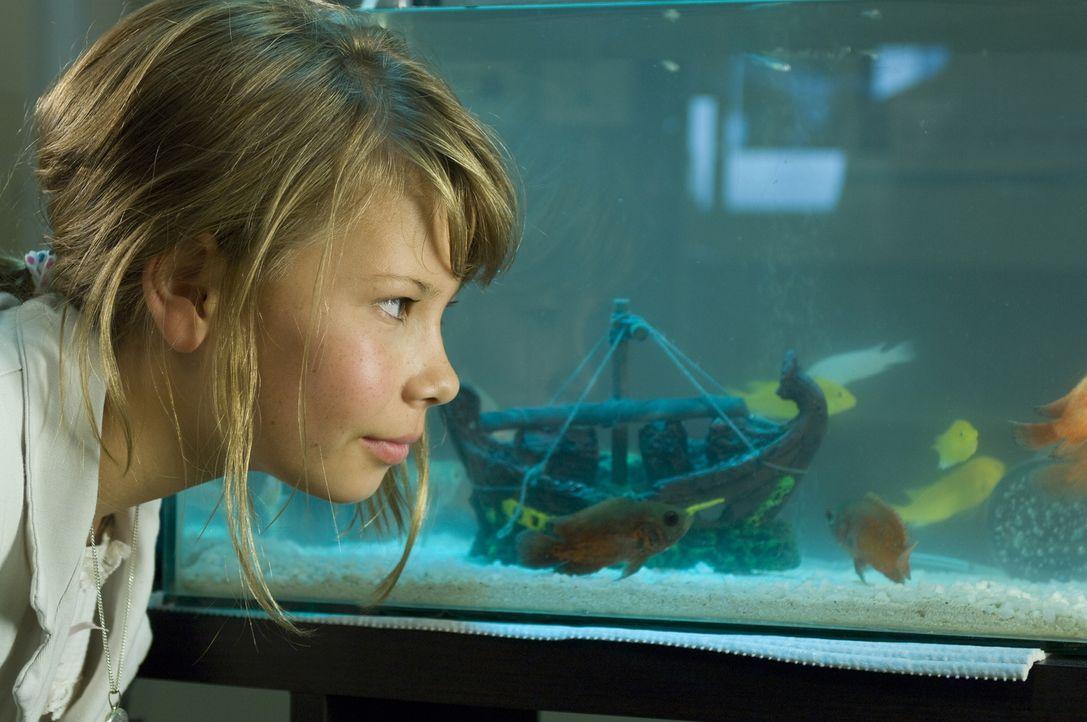 Weil sich Kirras (Bindi Irwin) Vater den Arm gebrochen hat, muss das kleine Mädchen die Ferien bei seinem Großvater in dessen heruntergekommenen Fre... - Bildquelle: 2009 Warner Brothers