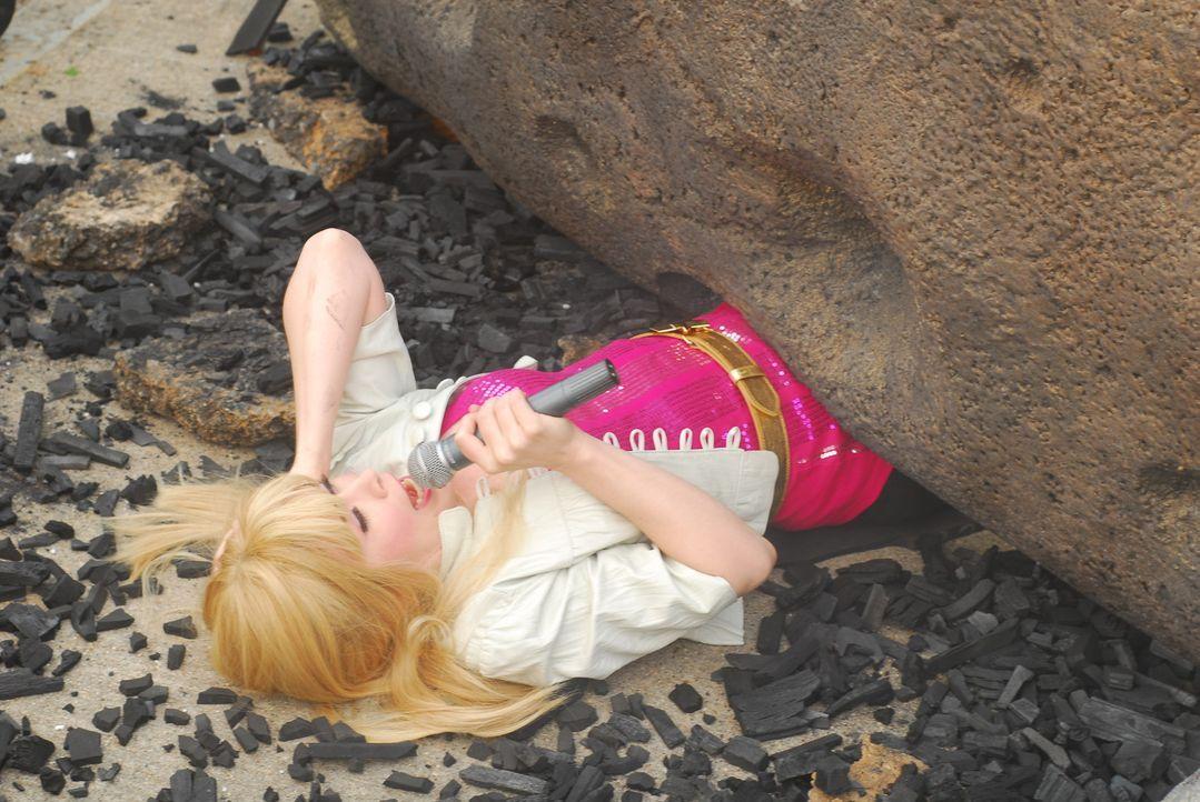 Ein Meteorit stürzt auf die Erde: Ist das wirklich das Ende von Hannah Montana (Crista Flanagan)? - Bildquelle: Constantin Film Verleih
