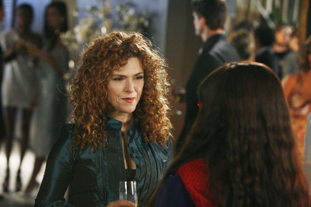 Betty hat ein neues Idol, dem sie ordentlich nacheifert: Jodie Papadakis (Bernadette Peters), der Redakteurin, die YETI leitet ... - Bildquelle: 2008   ABC Studios