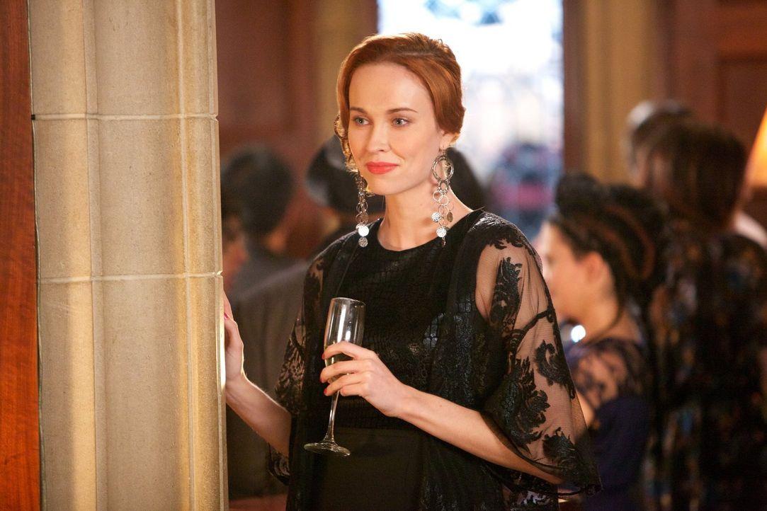 Genevieve (Elyse Levesque) möchte einen besonderen Festtag der Hexen wieder einführen. Doch die Zeremonie endet anders als erwartet ... - Bildquelle: Warner Bros. Television