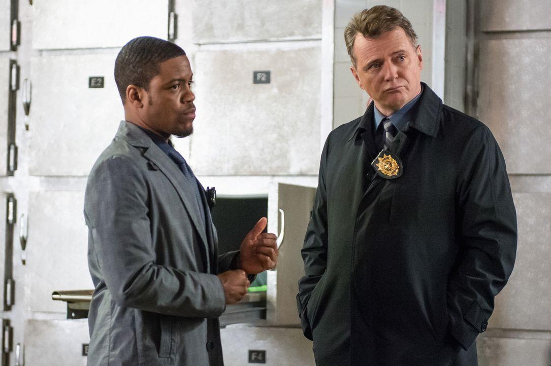 Ermitteln in einem neuen Fall: Det. Bell (Jon Michael Hill, l.) und Capt. Gregson (Aidan Quinn, r.) ... - Bildquelle: CBS Television