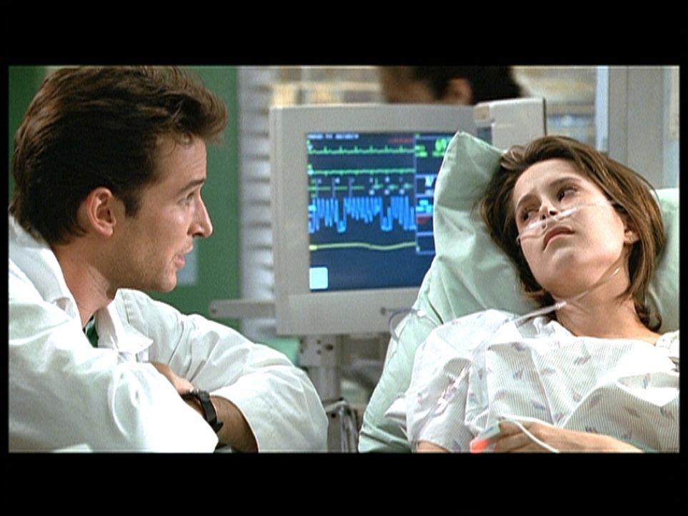 Dr. Carter (Noah Wyle, l.) kümmert sich um Noni (Kimberly McCullough, r.), die unter einer Fehlgeburt zu leiden hat. - Bildquelle: TM+  2000 WARNER BROS.