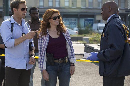 Detective Laura Diamond - Untersuchungsarzt Reynaldo West (Marc Webster, r.)...