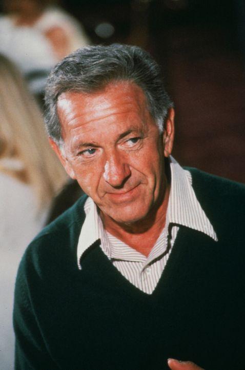 Der wohlverdiente Urlaub, den Quincy (Jack Klugman) mit Dr. Janet Carlisle an Bord eines Luxusliners verbringt, wird durch den Ausbruch einer rätsel... - Bildquelle: kabel eins