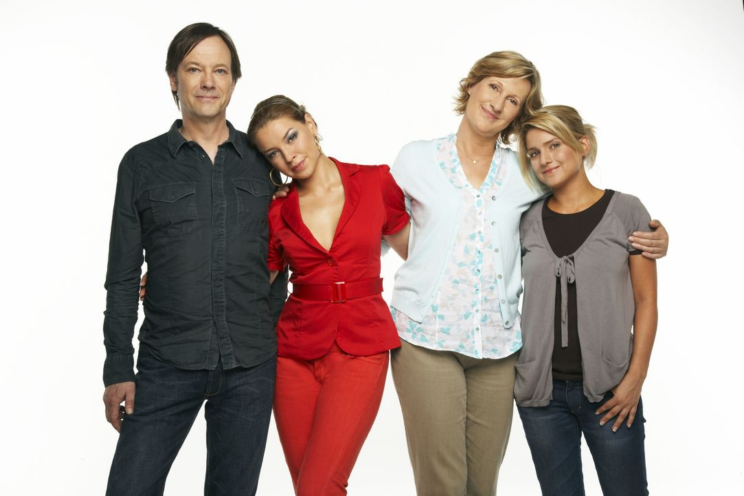 Annas Familie - v.l.n.r.: Armin (Rainer Will), Katja (Karolina Lodyga), Susanne (Heike Jonca), Anna (Jeanette Biedermann) - Bildquelle: Bernd Jaworek SAT.1