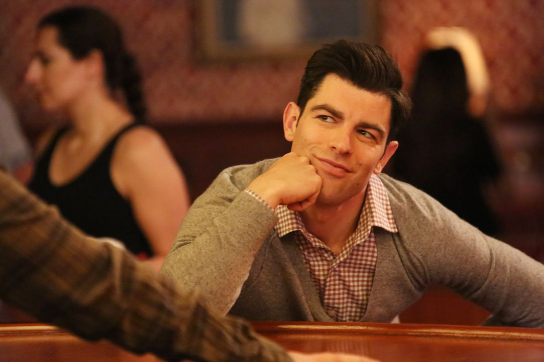 Eigentlich dachte Schmidt (Max Greenfield), dass ein einziges Problem an diesem Tag ein Exhibitionist in Nicks Bar bleiben wird, doch dann ruft plöt... - Bildquelle: 2016 Fox and its related entities.  All rights reserved.