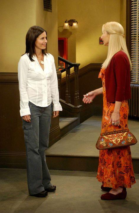 Sind froh, wenn sie Amanda nicht sehen: Monica (Courteney Cox, l.) und Phoebe (Lisa Kudrow, r.) ... - Bildquelle: 2003 Warner Brothers International Television