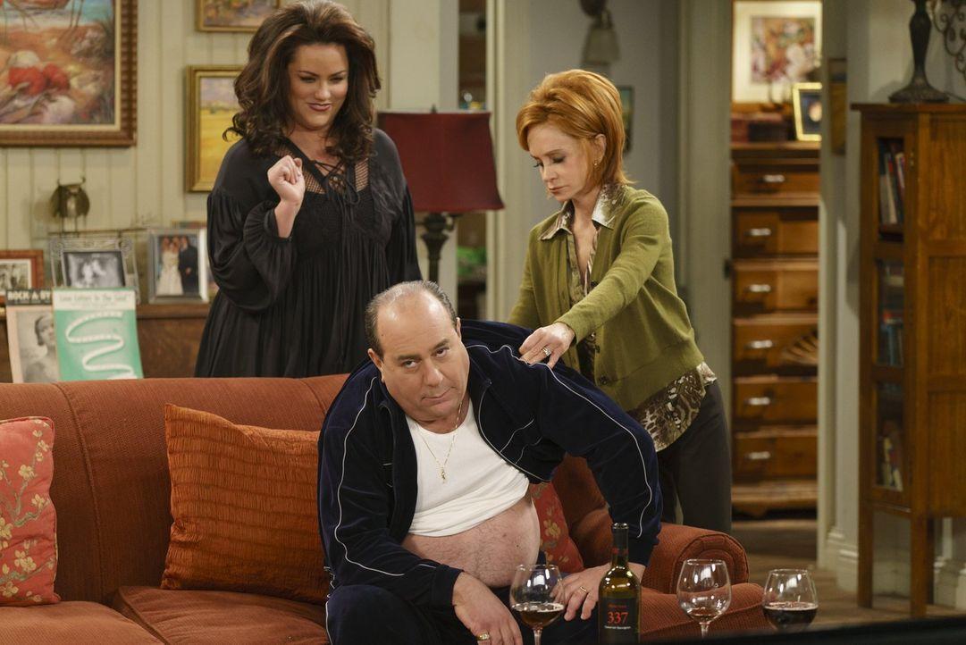 Weil Molly unbedingt vermeiden will, dass die Mitarbeiterin der Adoptionsagentur beim geplanten Hausbesuch solche Szenen beobachten muss, verlangt s... - Bildquelle: Warner Brothers