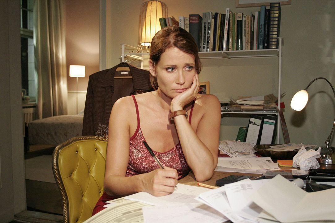 Alleinerziehende Mutter ohne Job: Eva (Anja Kling) wächst der Rechnungsberg über den Kopf. - Bildquelle: Noreen Flynn Sat.1