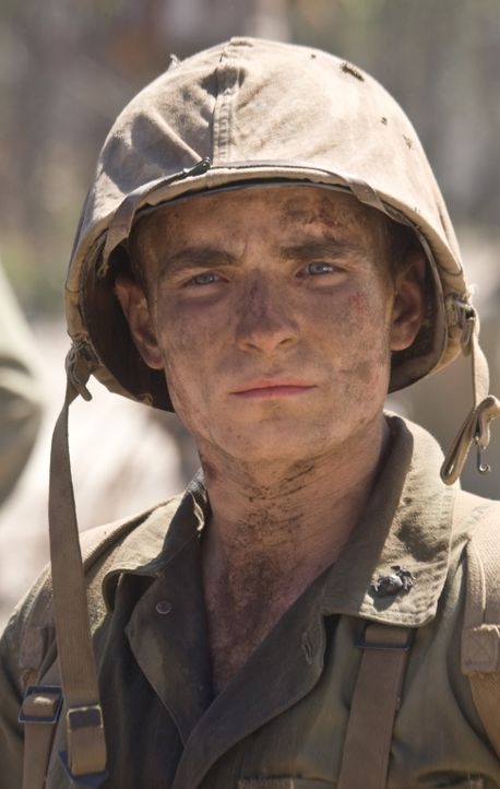Nach dem Sieg kehren Corp. R.V. Burgin (Martin McCann) und die 5th Marine Division nach Pavuvu zurück, fundamental verändert durch die schrecklichen... - Bildquelle: Home Box Office Inc. All Rights Reserved.