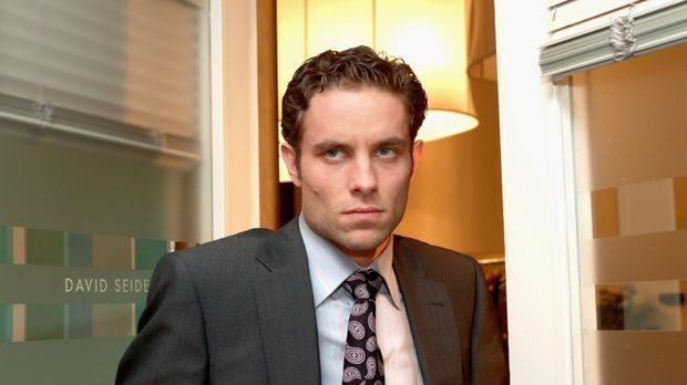 Max (Alexander Sternberg) zieht sich gekränkt zurück, als er merkt, dass Davi...