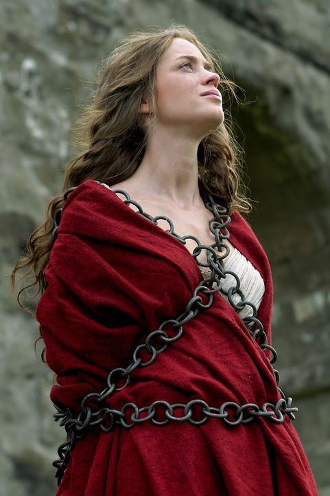Wider Erwarten gelingt es Camene (Emily Blunt), den sterbenden Octavius zu heilen. Als Marcus Antonius davon erfährt, schickt er seine Gefolgsleute... - Bildquelle: Hallmark Entertainment