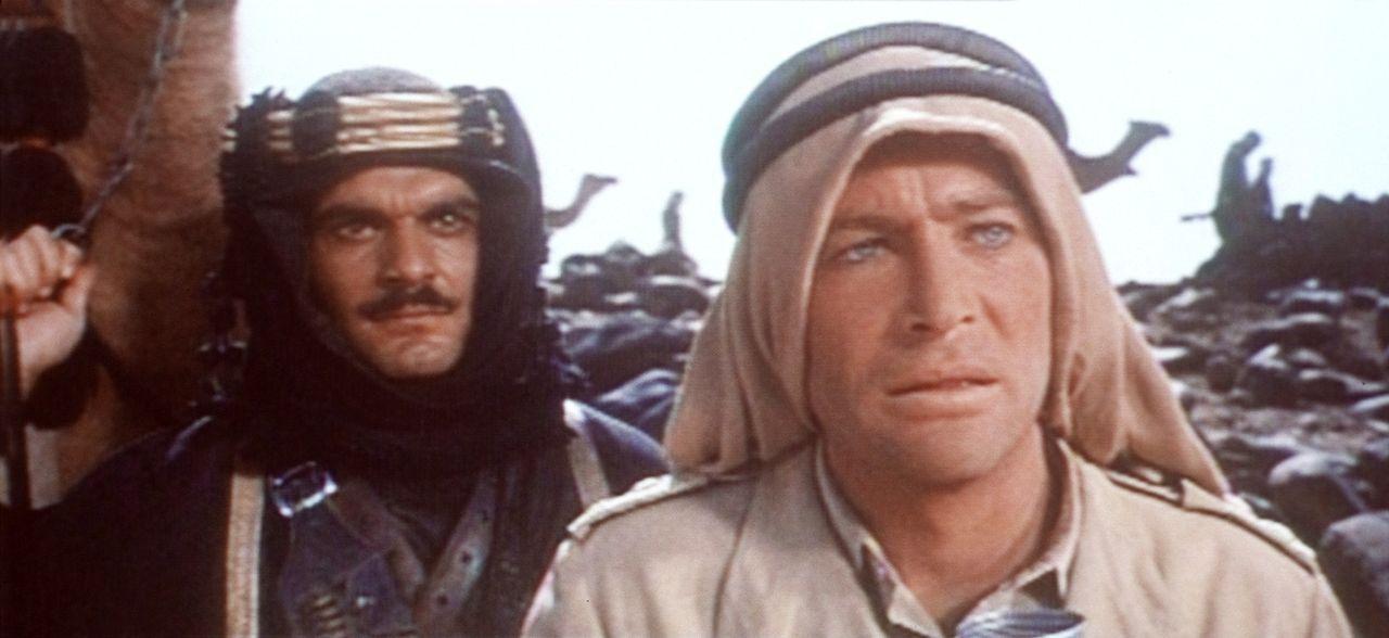 Der charismatische, tollkühne Lawrence (Peter O'Toole, r.) kann das Vertrauen von Sherif Ali ibn el Kharisch (Omar Sharif, l.) gewinnen ... - Bildquelle: Columbia Pictures