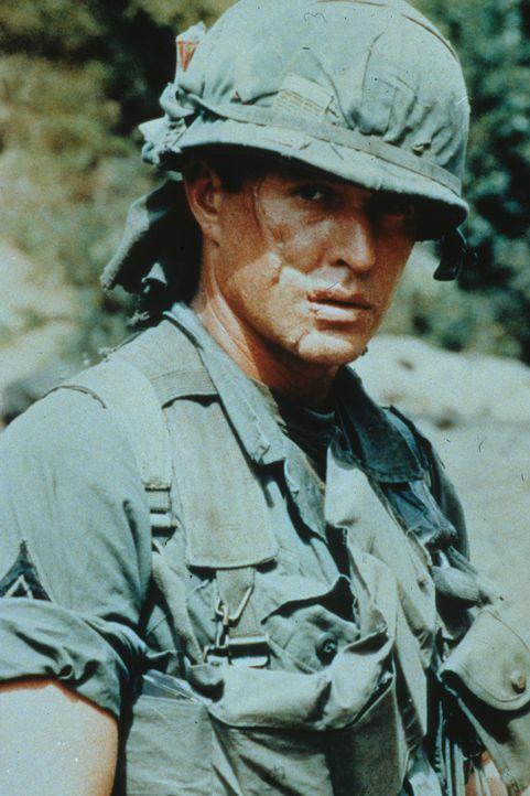 Sergeant Barnes (Tom Berenger) ist ein gefühlloser Killer in einem unbarmherzigen Krieg ... - Bildquelle: Orion Pictures Corporation