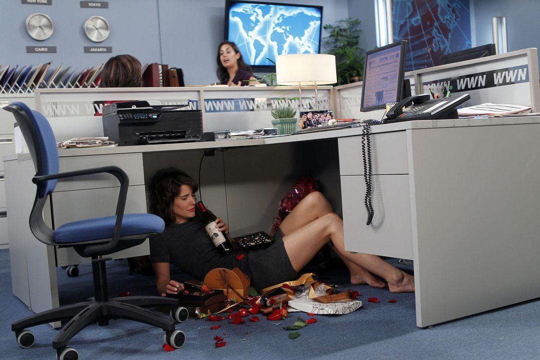 Ist eifersüchtig auf Barney und Nora: Robin (Cobie Smulders) ... - Bildquelle: 20th Century Fox International Television