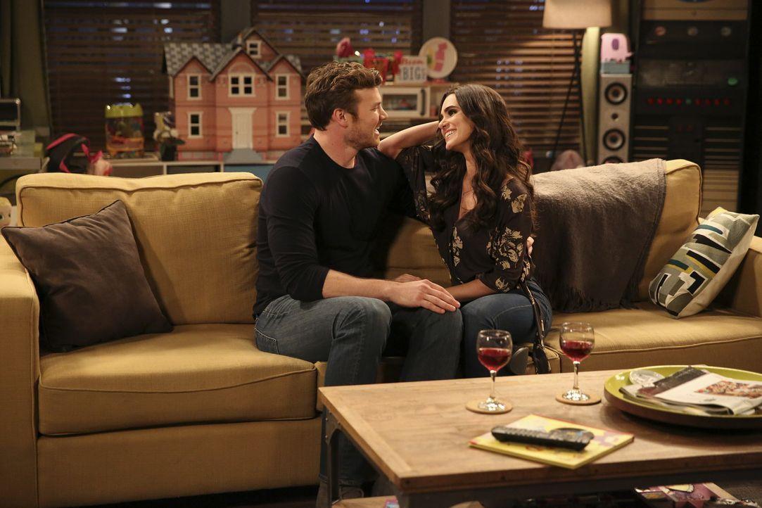 Danny (Derek Theler, l.); Elena (Alicia Sanz, r.) - Bildquelle: Adam Taylor ABC Family