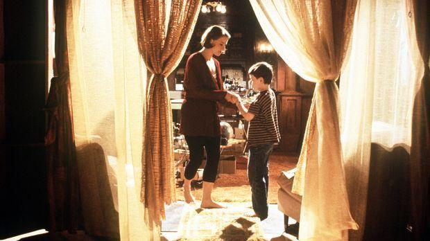 Dede (Jodie Foster, l.) liebt ihren kleinen Sohn Fred abgöttisch und will nur...