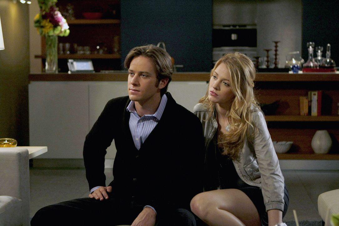 Gabriel (Armie Hammer, l.) spielt Serena (Blake Lively, r.) die große Liebe vor und Serena scheint zunächst darauf reinzufallen. Alarmiert von ihren... - Bildquelle: Warner Brothers