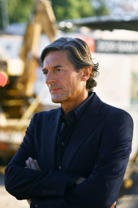 Roger Grant (Nigel Havers) soll zum ersten Mal in seinem Berufsleben einen Kompromiss eingehen. Wird er Noras Wunsch berücksichtigen? - Bildquelle: 2008 ABC INC.