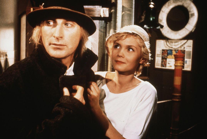 Auf seiner Reise nach Florida lernt Otto (Otto Waalkes, l.) die süße May (Barbara May, r.) kennen ... - Bildquelle: Rialto Film