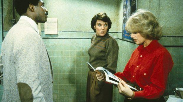 Cagney (Sharon Gless, r.) und Lacey (Tyne Daly, M.) können es nicht fassen, d...