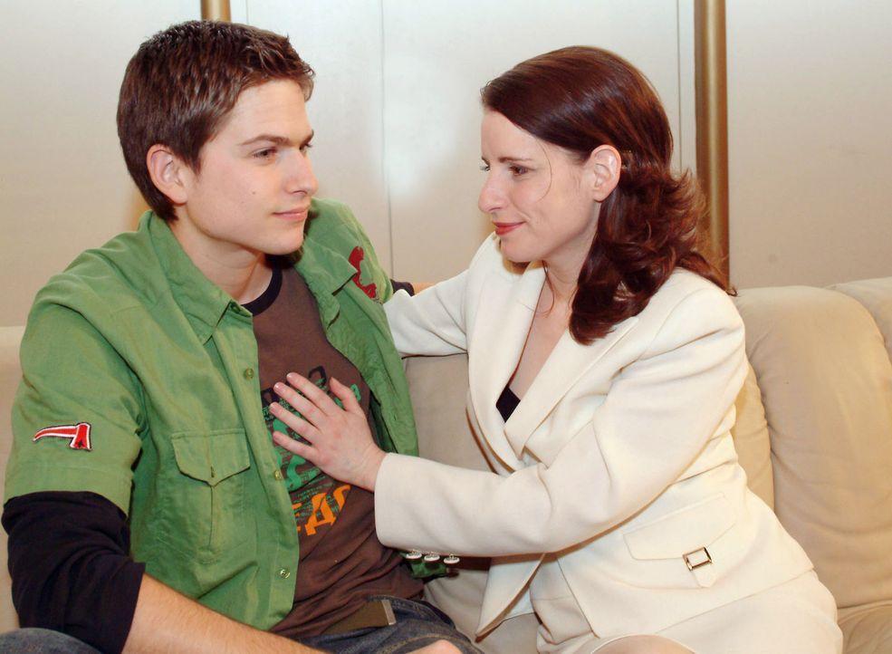 Inka (Stefanie Höner, r.) beweist Größe: Sie teilt Timo (Matthias Dietrich, l.) mit, dass sie sich weder zwischen ihn und seinen Vater stellen no... - Bildquelle: Sat.1