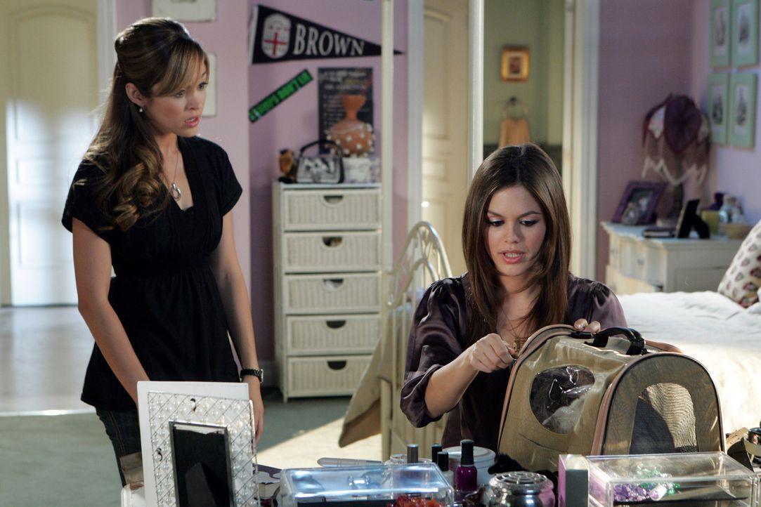 Taylor (Autumn Reeser, l.) spricht mit Summer (Rachel Bilson, r.), denn sie hat den Verdacht, dass Summer schwanger sein könnte. Summer gibt zu, un... - Bildquelle: Warner Bros. Television