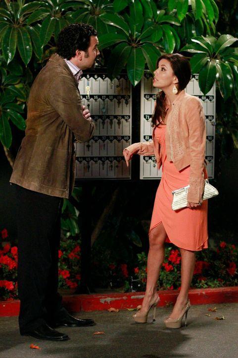 Gabrielle (Eva Longoria, r.) arbeitet als Einkaufsberaterin für Männer und bringt sie durch Flirten dazu, viel Geld auszugeben. Doch damit kommt Car... - Bildquelle: ABC Studios