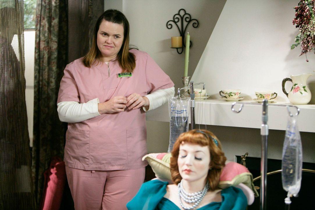 Nach und nach kommen die Profiler dahinter, dass Samantha Malcolm (Jennifer Hasty, l.) die Täterin ist und ihre Opfer (Rosalie Ward, r.) als Puppen... - Bildquelle: Touchstone Television
