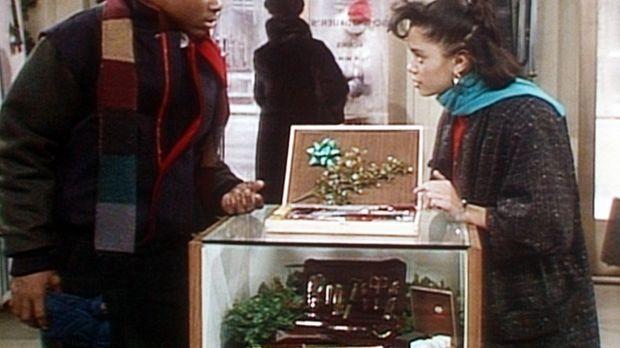 Theo (Malcolm-Jamal Warner, l.) und Denise (Lisa Bonet, r.) suchen in einem G...