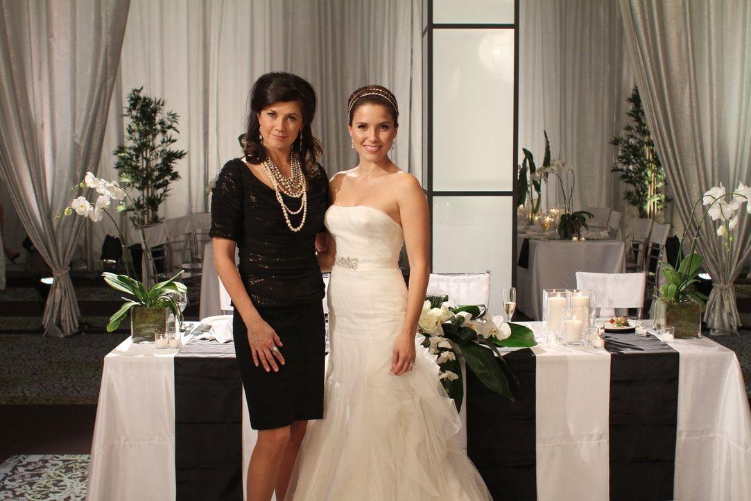 Werden sich Victoria (Daphne Zuniga, l.) und Brooke (Sophia Bush, r.) wenigstens an Brooks schönstem Tag im Leben nicht ständig streiten? - Bildquelle: Warner Bros. Pictures