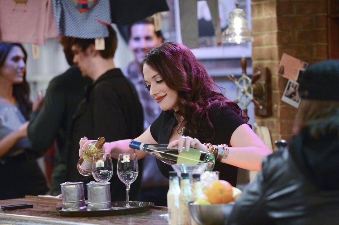 Weil ihre Mitbewohnerin von ihrem Date versetzt wurde, gibt Max (Kat Dennings) alles, um noch das Beste aus dem Abend rauszuholen ... - Bildquelle: Warner Brothers