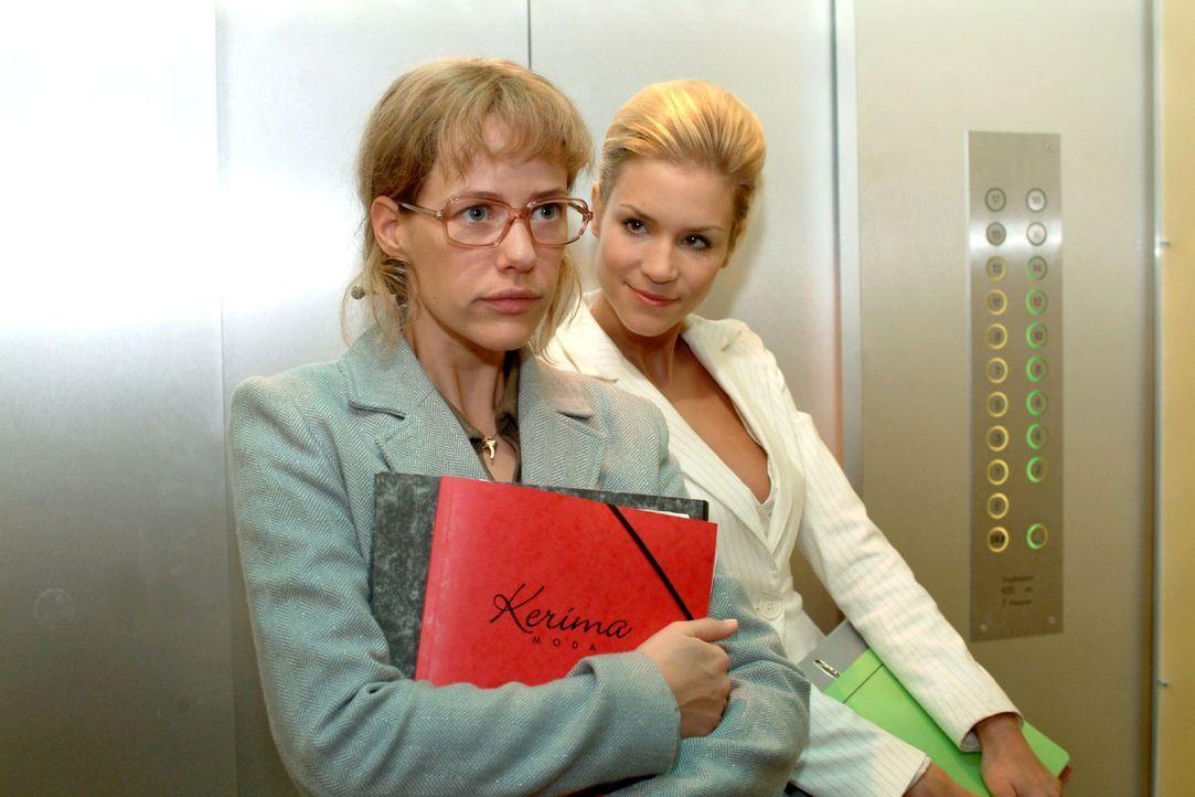 Sabrina (Nina-Friederike Gnädig, r.) versucht Lisa (Alexandra Neldel, l.) einzuschüchtern und behauptet, dass sie ganz genau wüsste, dass ihre Verlo... - Bildquelle: Monika Schürle Sat.1
