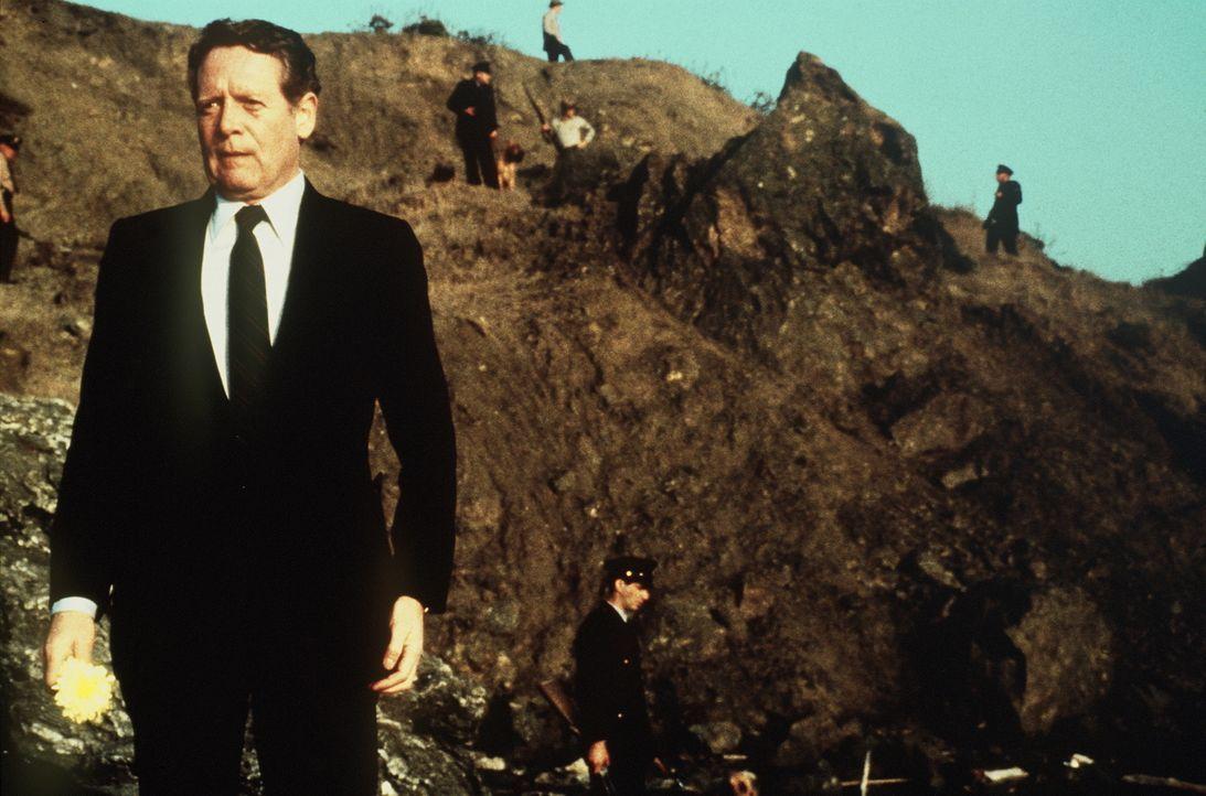 Der Gefängnisdirektor (Patrick McGoohan) von Alcatraz führt ein eisernes Regiment auf seiner Insel in der Bucht von San Francisco. Alcatraz gilt als... - Bildquelle: Paramount Pictures