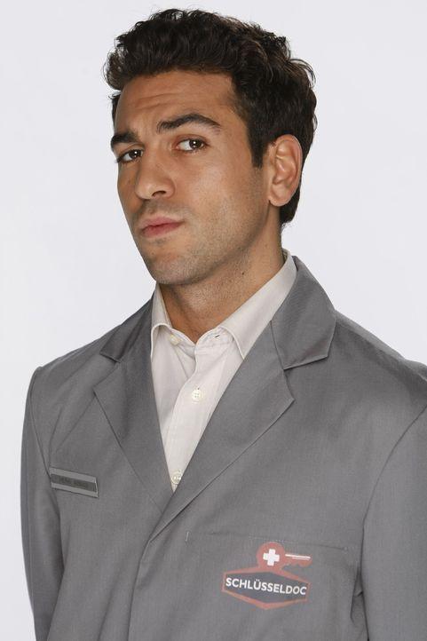 Experte für Schuhe, Schlüssel und moralischen Fragen: Rasoul Abbassi (Elyas M'Barek) ... - Bildquelle: Frank Dicks SAT.1