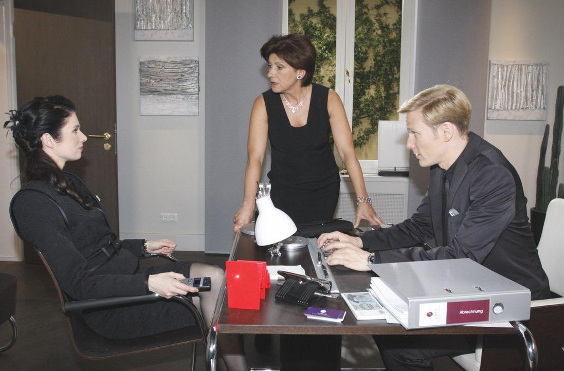 Ingrid erkennt, dass die Lage außer Kontrolle geraten kann, als auch Gina um das Geheimnis weiß. (v.l.n.r.) Gina Pollodoro (Elisabeth Sutterlüty)... - Bildquelle: SAT.1