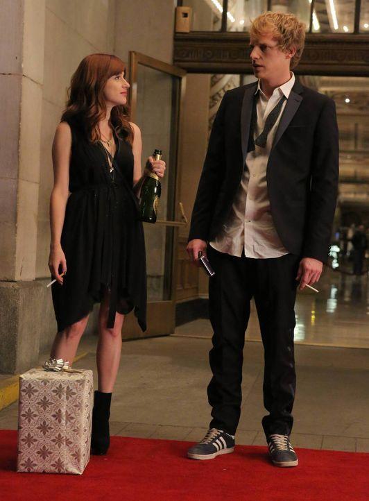 Gretchen (Aya Cash, l.) ist total begeistert von Jimmys (Chris Geere, r.) Auftritt bei der Hochzeit einer gemeinsamen Freundin - wer will schon Glüc... - Bildquelle: TM &   2014 Fox and its related entities.  All rights reserved.