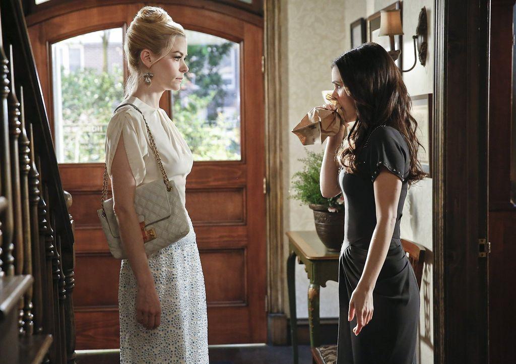 Während Zoe (Rachel Bilson, r.) versucht, für Wade eine gute Freundin zu sein, muss Lemon (Jaime King, l.) sich den unermüdlichen Kuppelversuchen ih... - Bildquelle: Warner Brothers