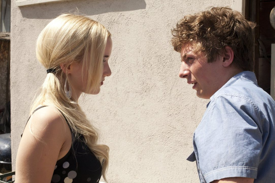 Die Hochzeit zu Jody steht kurz bevor, doch Lip (Jeremy Allen White, r.) kann nicht von Karen (Laura Wiggins, l.) ablassen. Er ist sich sicher, dass... - Bildquelle: 2010 Warner Brothers