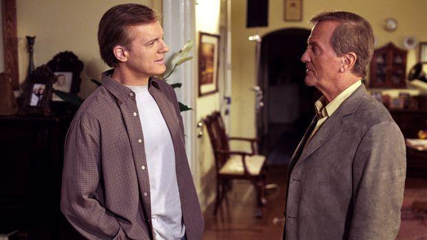Eric (Stephen Collins, l.) ist mehr als überrascht als Ken Smith (Pat Boone,...